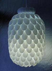 plastic-spoon-lamp